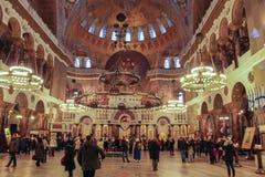 Folk i St Nicholas Cathedral Royaltyfria Bilder
