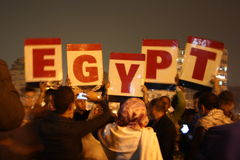 Folk i tahrirfyrkant under egyptisk rotation Royaltyfri Foto