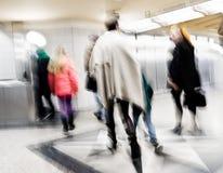 Folk i tunnelbanan som är suddig Arkivbilder