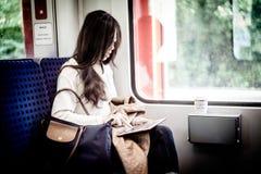 Folk inom drevet av Hamburg tunnelbanakollektivtrafik Royaltyfri Foto