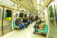 Folk inom tunnelbanan Istanbul royaltyfri bild