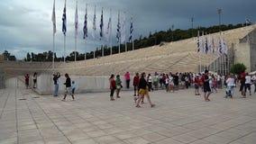 Folk nära Panathenaic stadion i Aten, Grekland stock video