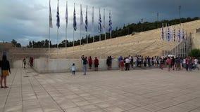 Folk nära Panathenaic stadion i Aten, Grekland lager videofilmer