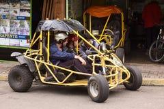 Folk och barnvagn i Banos, Ecuador Arkivbilder