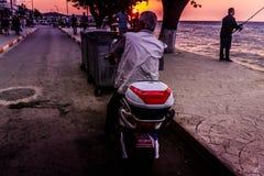 Folk och miljö av den turkiska sjösidastaden Arkivfoto