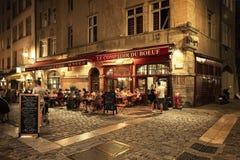 Folk och terrasser i den gamla staden av Lyon Arkivfoto