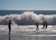 Folk och wave Fotografering för Bildbyråer