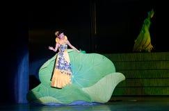Folk opera: trumpetsnäckaflicka Arkivfoto
