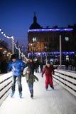 Folk på att åka skridskor isbanan i Zagreb Royaltyfria Foton