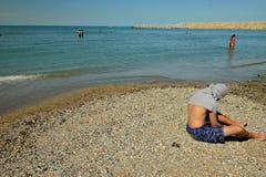 Folk på Black Sea i Constanta, Rumänien Arkivbilder
