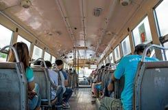 Folk på bussen i Bangkok, Thailand royaltyfri fotografi