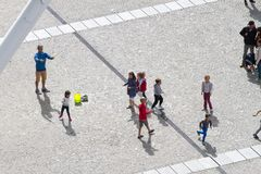 Folk på Centre Pompidou Arkivfoto