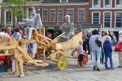 Folk på den årliga Steeet festivalen, Leeuwarden, Holland royaltyfri fotografi