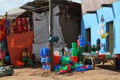 Folk på den afrikanska marknaden av Moyale i Etiopien, Royaltyfri Bild