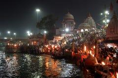 Folk på den Ganga flodinvallningen, Har Ki Pauri Har Ki Pauri är en berömd ghat på bankerna av Gangesen i Haridwar Royaltyfria Foton