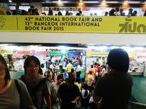 Folk på den nationella bokmarknaden och den 13th Bangkok internationella bokmarknaden 2015 Fotografering för Bildbyråer