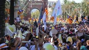 Folk på den nationella dagen av Catalonia stock video
