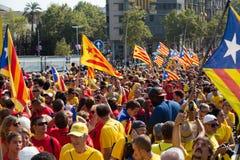 Folk på den nationella dagen av Catalonia i Barcelona Royaltyfri Fotografi
