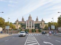 Folk på den nationella konstmuseet av Catalonia Arkivbild