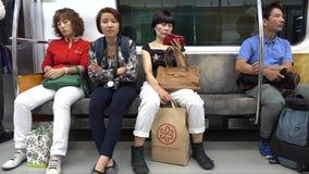 Folk på drevet i Seoul, Korea lager videofilmer