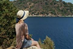 Folk på ferie i varma länder royaltyfri bild