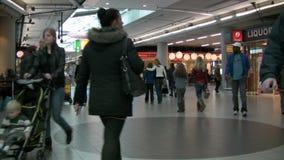 Folk på flygplatsen