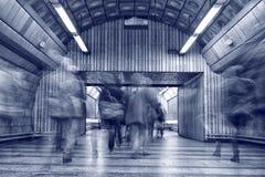 Folk på gångtunnelstationen Royaltyfria Foton