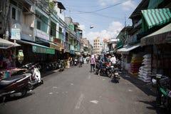 Folk på gatan av det asiatiska landet - Vietnam och Cambodja Royaltyfri Bild
