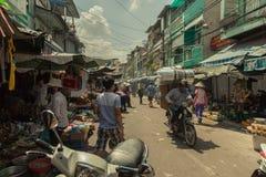 Folk på gatan av det asiatiska landet - Vietnam och Cambodja Royaltyfri Fotografi
