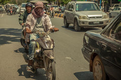 Folk på gatan av det asiatiska landet - Vietnam och Cambodja Royaltyfria Bilder