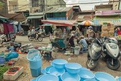 Folk på gatan av det asiatiska landet - Vietnam och Cambodja Royaltyfri Foto