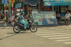 Folk på gatan av det asiatiska landet - Vietnam och Cambodja Fotografering för Bildbyråer