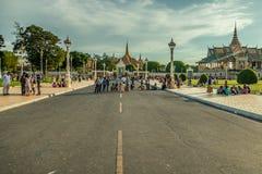 Folk på gatan av det asiatiska landet - Vietnam och Cambodja Royaltyfria Foton