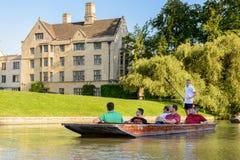 Folk på kanalerna av Cambridge, England, Förenade kungariket Fotografering för Bildbyråer