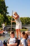 Folk på kanalerna av Cambridge, England, Förenade kungariket Arkivfoto
