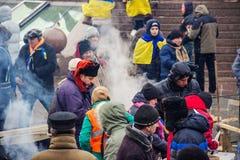 Folk på Maidan i Kiev Arkivbild