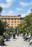 Folk på Mariatorget Stockholm Arkivbilder