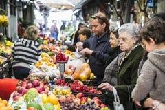 Folk på marknaden Royaltyfri Fotografi