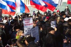 Folk på mars i minne av Nemtsov Arkivfoton