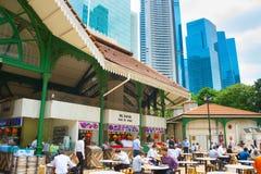 Folk på matdomstolen Singapore Arkivfoto