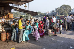 Folk på Meena Bazaar Arkivbilder