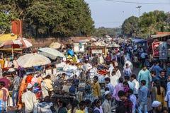 Folk på Meena Bazaar Arkivfoto
