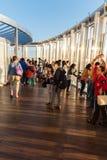 Folk på observationsdäcket av Burj al Khalifa Royaltyfria Foton