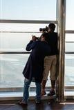 Folk på observationsdäcket av Burj al Khalifa Royaltyfri Bild
