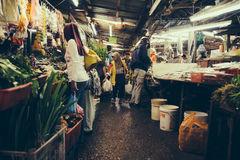Folk på Pasar Chow Kit, Kuala Lumpur Arkivbild