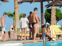 Folk på simbassängen Fotografering för Bildbyråer