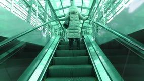 Folk på stationen för MCC för Delovoy mitttunnelbana lager videofilmer