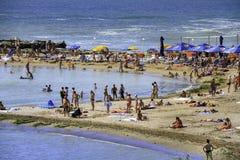 Folk på stranden Arkivfoto