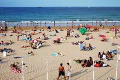 Folk på stranden Royaltyfria Bilder