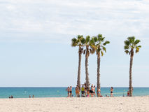 Folk på stranden Alicante Arkivfoto